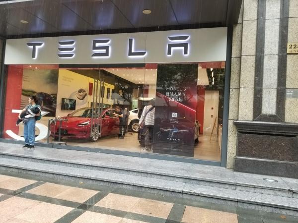 Tesla store in XTD